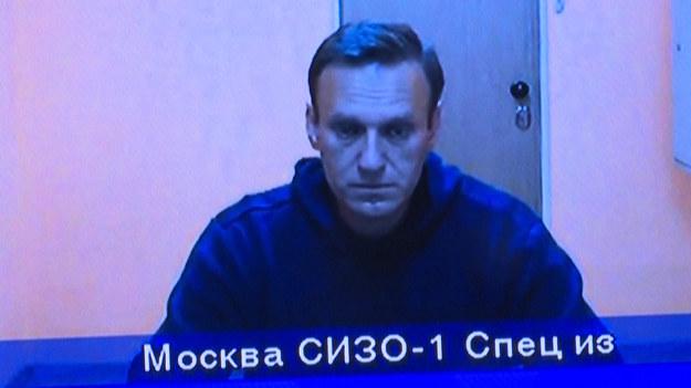 Jeśli więziony rosyjski opozycjonista Aleksiej Nawalny umrze, wyciągniemy konsekwencje wobec Rosji - ostrzegł Biały Dom. Stanem zdrowia Nawalnego zaniepokojona jest także Unia Europejska. Rosyjskie władze nie pozwalają, aby opozycjonistę zbadał lekarz spoza kolonii karnej, gdzie przebywa.