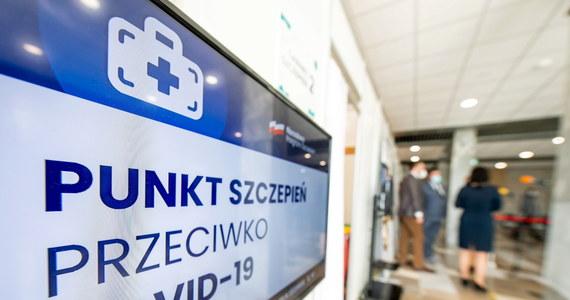 """Wkrótce wszyscy będą mieli skierowanie na szczepienia - zapowiedział w rozmowie z """"Rzeczpospolitą"""" szef KPRM, pełnomocnik rządu ds. programu szczepień Michał Dworczyk."""