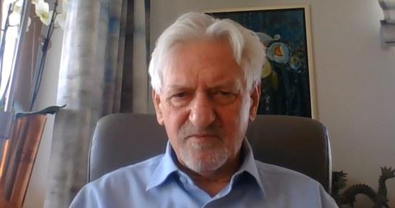 """""""Maj jest dość długi. Wszystko zależy od tego, jak będzie ewoluowała epidemia. Jeżeli będzie nam nadal rześko opadało i warunki pogodowe będą sprzyjały to można zacząć powoli myśleć o rozmrażaniu. Dyskusja, czy robić to teraz, czy za tydzień, czy za dwa tygodnie, jest dyskusją trochę akademicką"""" - stwierdził w Porannej rozmowie w RMF FM prof. Andrzej Horban - szef Rady Medycznej przy premierze, pytany o luzowanie w najbliższych tygodniach obostrzeń dotyczących wesel, komunii czy restauracji. """"Jeszcze nie wiemy, co będziemy doradzali"""" – dodał."""