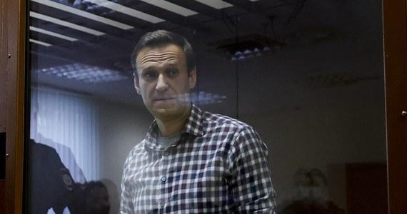 """Aleksiej Lipcer, adwokat rosyjskiego opozycjonisty Aleksieja Nawalnego, przekazał, że polityk już został przewieziony z kolonii karnej w Pokrowie w obwodzie włodzimierskim do szpitala znajdującego się na terenie innej kolonii, we Włodzimierzu. O takiej decyzji lekarzy ws. Nawalnego doniosła wcześniej agencja informacyjna TASS. Służby więzienne przekazały tymczasem, że Nawalnego codziennie bada internista, a stan zdrowia opozycjonisty jest """"zadowalający""""."""