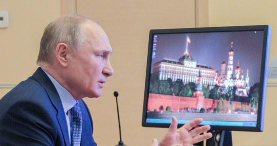 Rzecznik Kremla Dmitrij Pieskow powiedział w poniedziałek, że rosyjski prezydent Władimir Putin nie zajmuje się sprawdzaniem stanu zdrowia opozycjonisty Aleksieja Nawalnego i kontrolowaniem, czy prawa Nawalnego są przestrzegane w kolonii karnej.
