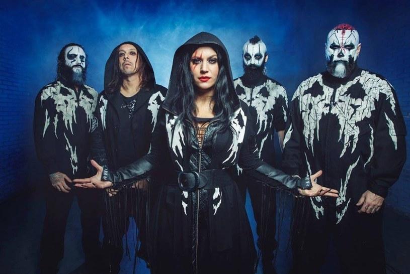"""""""Live From The Apocalypse"""" - to tytuł nowego materiału włoskiej grupy Lacuna Coil."""