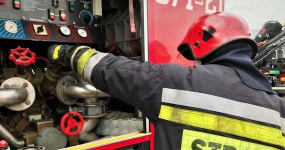 Dwie osoby zostały poparzone i trafiły do szpitala po pożarze na terenie zakładu produkcyjnego PKN Orlen w Płocku. Na wyłączonej i remontowanej instalacji doszło do zapłonu.