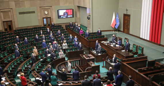 Sejm po godz. 10 wznowił przerwane w zeszły czwartek posiedzenie. Posłowie jednak, mimo wcześniejszych zapowiedzi, nie będą głosowali nad projektem ustawy likwidującym Otwarte Fundusze Emerytalne (OFE).