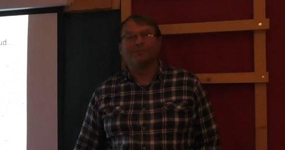 Norweska policja wszczęła dochodzenie w sprawie spotkań organizowanych przez znanego koronasceptyka 60-letniego Hansa Kristiana Gaardera, który zmarł na Covid-19. Poszukiwani są uczestnicy nielegalnych zgromadzeń.