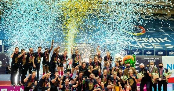 Siatkarki Grupy Azoty Chemika Police pokonały Developres SkyRes Rzeszów 3:1 (25:23, 23:25, 25:22, 25:15) w czwartym meczu finałowym rozgrywek Tauron Ligi. Tym samym obroniły tytuł mistrzyń Polski, wygrywając rywalizację 3-1. To ich dziewiąty triumf w mistrzostwach kraju.