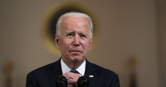 """Werdykt w sprawie George'a Floyda może być """"wielkim krokiem naprzód"""" w zwalczaniu systemowego rasizmu w USA - ocenił we wtorek prezydent Joe Biden po uznaniu przez ławę przysięgłych, że były policjant jest winny zabójstwa Afroamerykanina."""