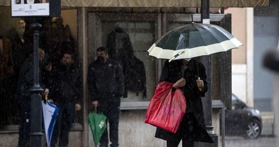 Czeka nas zmiana w pogodzie. Jak informuje IMGW, środa ma być ostatnim dniem w najbliższym czasie dniem z dobrą pogodą. Mimo to na terenie całego kraju mogą pojawić się burze i przelotne opady deszczu - mówi rzecznik i synoptyk IMGW-PIB Grzegorz Walijewski. W czwartek rano temperatura może spaść nawet do 1-2 stopni Celsjusza, a ochłodzenie może utrzymać się do przyszłego wtorku.