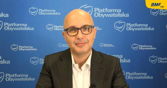 """""""Coraz częściej głosy rządowe mówią, że Jarosław Gowin jest już w opozycji, więc witamy"""" – powiedział w Porannej rozmowie w RMF FM Robert Kropiwnicki. """"Czekamy po prostu na to, żeby Gowin powiedział jednak, że przechodzi i wtedy w trybie konstytucyjnym robimy konstruktywne wotum nieufności, wymieniamy ten rząd i idziemy na wybory"""" – dodał wiceprzewodniczący klubu Platformy Obywatelskiej."""