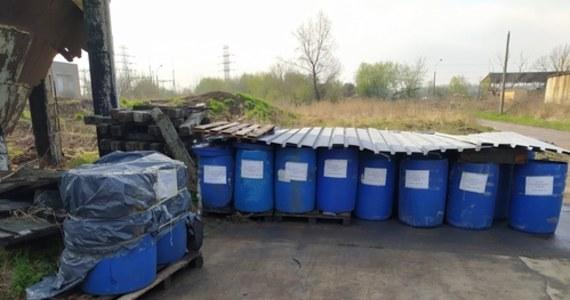 """Dopiero na jutro zaplanowano kompleksową kontrolę Krakowskich Zakładów Garbarskich przy ul. Półłanki -  informuje Wojewódzki Inspektorat Ochrony Środowiska w Krakowie. Sprawa została zgłoszona w piątek przez pana Patryka, który na terenie garbarni zauważył niedostatecznie zabezpieczane beczki z napisem """"odpady zawierające chrom"""" oraz podejrzane niebieskie kałuże. Po naszym artykule odpadami zainteresowała się też policja."""