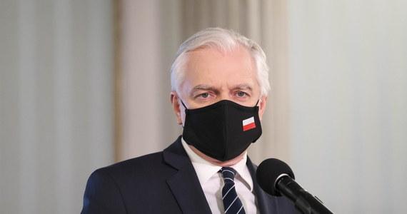 Jedyną alternatywą dla rządu Zjednoczonej Prawicy są przedterminowej wybory - tak o ewentualnej koalicji z opozycją mówił podczas konferencji lider Porozumienia, wicepremier Jarosław Gowin. Przekonywał, że stabilną większość może zapewnić obecnie tylko Zjednoczona Prawica.