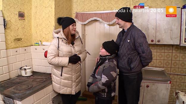 """W środowym odcinku poznamy pana Grzegorza, który samotnie wychowuje ośmioletniego synka Kubę. Mama chłopca zmarła dwa lata temu na złośliwy nowotwór płuc. W czwartek przeniesiemy się do Łukowa, niewielkiego miasta w województwie lubelskim. Mieszka tu pani Krystyna ze swoją siedmioletnią wnuczką Darią. Rodzice dziewczynki nie interesują się nią, ale jak mówi nasza mała bohaterka: """"nie myślę o swoich rodzicach, bo ma kochaną babcię""""."""