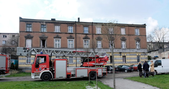 Jedna osoba zginęła w pożarze, który przed południem wybuch w Mysłowicach na Śląsku. Z kamienicy ewakuowano łącznie 8 osób, w tym dwie z płonącego mieszkania.