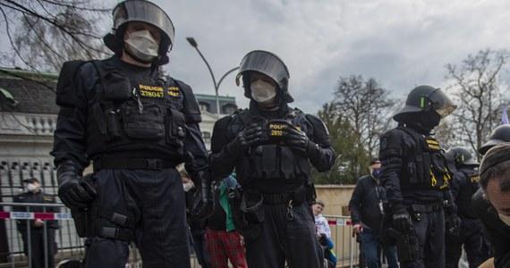 Policjanci z Krajowej Centrali Zwalczania Przestępczości Zorganizowanej (NCOZ) zatrzymali w środę pięć osób, które miały brać udział w walkach po stronie samozwańczej Donieckiej Republiki Ludowej. Postępowanie dotyczy działalności terrorystycznej.
