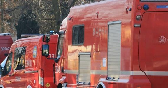105 osób ewakuowano tej nocy z jednego z bloków w Jaworznie w Śląskiem. Przyczyną był pożar.