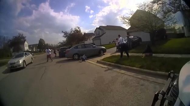 Podczas interwencji w trakcie bójki nastolatków w Columbus, w stanie Ohio, policja śmiertelnie postrzeliła czarnoskórą 15-latkę. Zdarzenie miało miejsce pół godziny przed ogłoszeniem werdyktu uznającego byłego policjanta Dereka Chauvina za winnego zabójstwa George'a Floyda.
