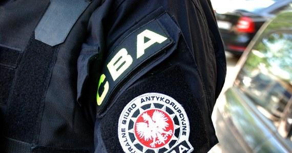 Centralne Biuro Antykorupcyjne zatrzymało trzech urzędników z Białej Podlaskiej i trzech przedsiębiorców podejrzewanych o ustawianie przetargów na inwestycje drogowe.