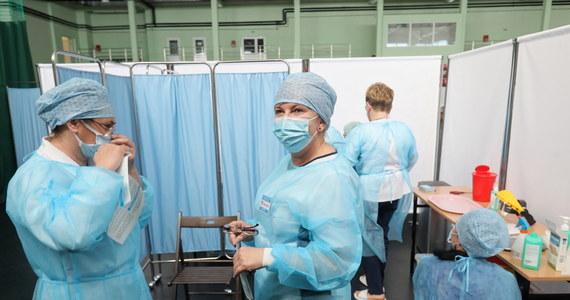 W maju będzie dobrze, będzie nam spadała liczba zakażeń, zgonów i liczba chorych w szpitalach - ocenił główny doradca premiera ds. Covid-19 prof. Andrzej Horban. Dodał, że spodziewa się na koniec maja dziennego przyrostu zakażeń na poziomie 2-3 tys.