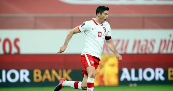 Od piątku pozostanie 50 dni do rozpoczęcia piłkarskich mistrzostw Europy. Reprezentanci Polski mają zaplanowane w tym czasie dwa mecze towarzyskie i jedno zgrupowanie. Wciąż nie jest jednak pewne, gdzie zamieszkają i zagrają w fazie grupowej turnieju.