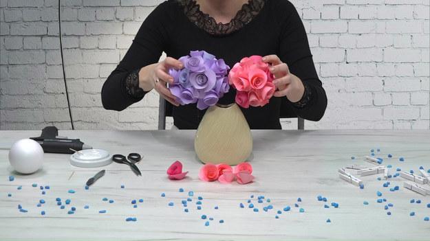 Jak przy pomocy włóczki wykonać efektowną kulę kwiatową? Koniecznie zobaczcie!