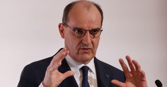 Sytuacja epidemiczna się poprawia, szczyt trzeciej fali wydaje się być już za nami - stwierdził w czwartek premier Francji Jean Castex na konferencji prasowej poświęconej luzowaniu obostrzeń sanitarnych. Szef rządu potwierdził powrót do szkół oraz otwieranie miejsc użyteczności publicznej od połowy maja.