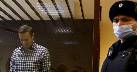 Leonid Wołkow, współpracownik Aleksieja Nawalnego, poinformował, że opozycjonista został 20 kwietnia zbadany we Włodzimierzu w zwykłym szpitalu. Lekarze Nawalnego uważają, że powinien on pilnie kończyć głodówkę, którą prowadzi od 31 marca.