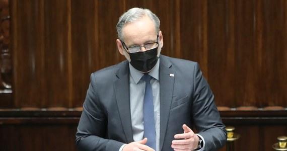 Z całą pewnością można już powiedzieć, że III fala pandemii słabnie, choć liczba zgonów nadal jest na wysokim poziomie - ocenił w czwartek minister zdrowia Adam Niedzielski.