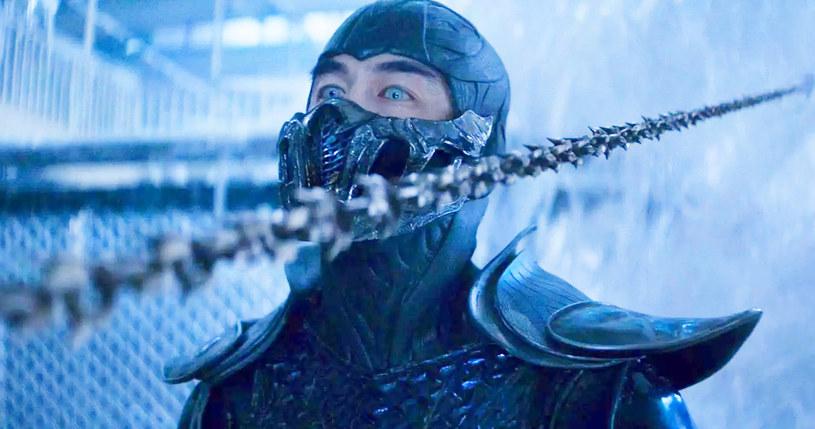 """23 kwietnia w kinach i na platformie streamingowej HBO Max zadebiutowała oczekiwana przez fanów ekranizacja kultowej gry komputerowej """"Mortal Kombat"""". Jeśli film odniesie sukces, można spodziewać się kolejnych części serii. Występujący w roli Sub-Zero aktor Joe Taslim przyznał, że podpisał kontrakt na cztery następne odsłony filmowego cyklu."""
