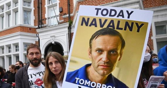 Rosyjski opozycjonista Aleksiej Nawalny przerwał strajk głodowy, który prowadził od 31 marca w kolonii karnej. Jego lekarze ostrzegli, że dalsza głodówka może doprowadzić nawet do jego śmierci.