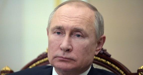 Rosjanie będą mieli naprawdę długą majówkę. Prezydent Rosji Władimir Putin ogłosił, że 4, 5, 6 i 7 maja będą dniami wolnymi od pracy. Wliczając w to święta majowe oznacza to, że obywatele Rosji będą mieli okazję do 10-dniowego wypoczynku.
