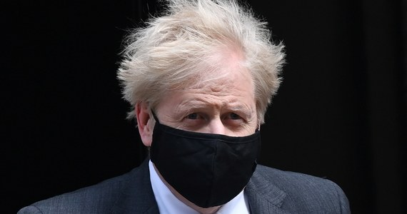 Wielka Brytania przejmuje kontrolę nad pandemią koronawirusa wraz ze spadkiem liczby przypadków zakażeń i wprowadzeniem szczepionek - oznajmił w piątek premier Boris Johnson. Dodał, że będzie kontynuował ostrożny plan złagodzenia ograniczeń.