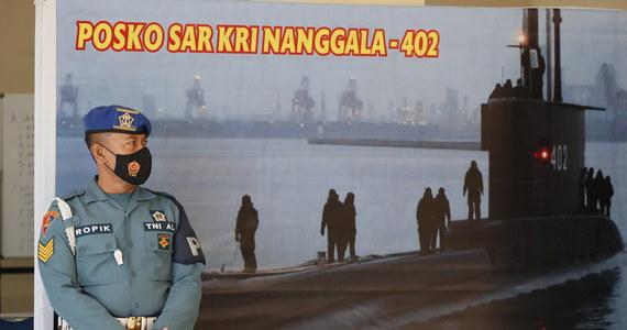 Indonezyjskie służby zintensyfikowały poszukiwania zaginionego okrętu podwodnego z 53 osobami na pokładzie. Ratownicy prowadzą walkę z czasem - w sobotę nad ranem czasu lokalnego wyczerpie się tlen, jeśli okręt już nie został zmiażdżony przez ciśnienie.