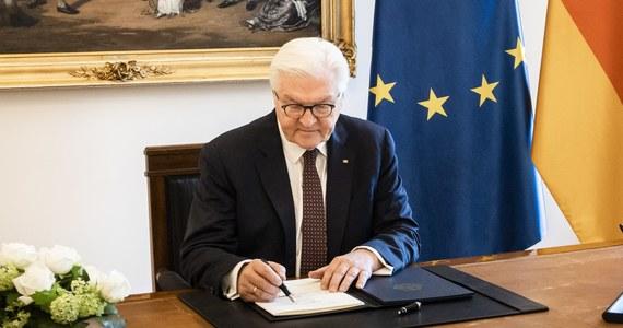 W piątek prezydent Niemiec Frank-Walter Steinmeier w swojej siedzibie w zamku Bellevue w Berlinie podpisał ustawę dotyczącą ratyfikacji funduszu odbudowy UE.