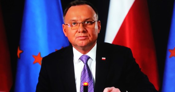 Reakcja władz czeskich wobec Rosji jest całkowicie zrozumiała; żadne szanujące się państwo nie może zgodzić się z tym, że obce służby będą hasały po kraju i dokonywały aktów de facto terrorystycznych - powiedział w piątek prezydent Andrzej Duda.