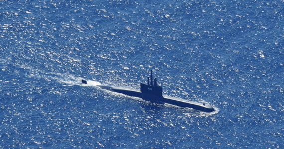 Ratownicy zlokalizowali szczątki pochodzące prawdopodobnie z okrętu podwodnego indonezyjskiej marynarki wojennej z 53 ludźmi na pokładzie, który zaginął kilka dni temu na Morzu Balijskim. Nadzieje na uratowanie załogi są nikłe. Jak przyznają władze, dzisiaj nad ranem czasu lokalnego na łodzi prawdopodobnie wyczerpały się zapasy tlenu.