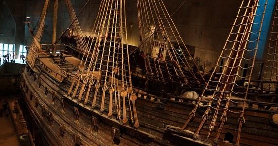Dokładnie 60 lat temu, 24 kwietnia 1961 roku, został wydobyty na powierzchnię morza wrak statku Vasa, królewskiego galeonu, który 333 lata wcześniej zatonął podczas dziewiczego rejsu, tuż po zwodowaniu. Okręt zbudowany na zlecenie króla Gustawa II Adolfa miał odzwierciedlać jego potęgę militarną. Został wysłany na bitwę morską z Polską i jej królem – Zygmuntem III Wazą.