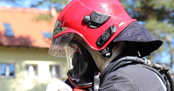 Policja pod nadzorem prokuratury wyjaśnia okoliczności śmierci 54-letniego mężczyzny znalezionego w zalanej piwnicy domu, w którym mieszkał w Kumiałtowicach w pow. żarskim (woj. lubuskie) – poinformowała Aneta Berestecka z Komendy Powiatowej Policji w Żarach.