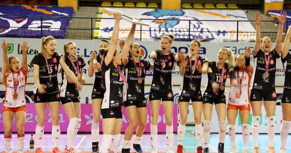 Sobotni mecz o brązowy medal E.Leclerc Moya Radomka Radom - ŁKS Commercecon Łódź (0:3) zakończył ligowy sezon siatkarek. Mistrzostwo kraju po raz dziewiąty w historii wywalczyła drużyna Grupa Azoty Chemika Police.