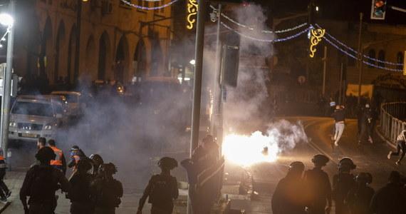 Premier Izraela Benjamin Netanjahu oświadczył w sobotę, że izraelskie wojsko jest przygotowane na eskalację napięć w Strefie Gazy i Jerozolimie. W nocy z piątku na sobotę Hamas wystrzelił w kierunku Izraela 36 rakiet, zaś we Wschodniej Jerozolimie doszło do kolejnych starć Palestyńczyków z policją.