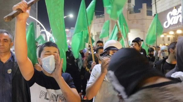 W centrum Hebronu, w okupowanym mieście Hebron, na Zachodnim Brzegu, wybuchły starcia między Palestyńczykami a izraelskimi siłami bezpieczeństwa. Protesty odbyły się w ramach potępienia niedawnej przemocy we wschodniej Jerozolimie, zaanektowanej przez Izrael.