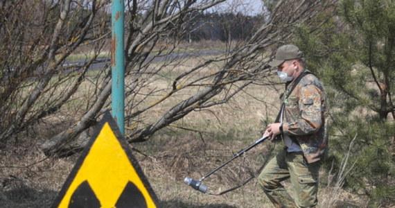 """Dziś mija 35 lat od katastrofy w Czarnobylskiej Elektrowni Jądrowej. """"W strefie wykluczenia wokół elektrowni w Czarnobylu, mimo zakazu osiedlania się, mieszka około stu tzw. samosiołów. To osoby, które nie znalazły dla siebie miejsca """"w wielkim świecie"""" – opowiada Jarosław Jemelianenko, dyrektor firmy organizującej wycieczki do tego miejsca. Na terenie zony mieszka też około 100 osób, których do samosiołków się nie zalicza - to najczęściej byli albo obecni pracownicy elektrowni."""
