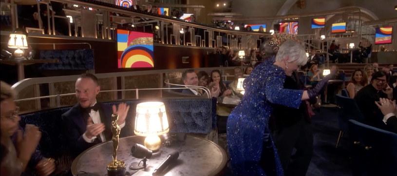 Glenn Close machająca pupą, dziwny muzyczny quiz, nietypowa kolejność wręczania statuetek, brak nominowanych piosenek... Tegoroczna oscarowa gala wyróżniała się na tle poprzednich uroczystości.