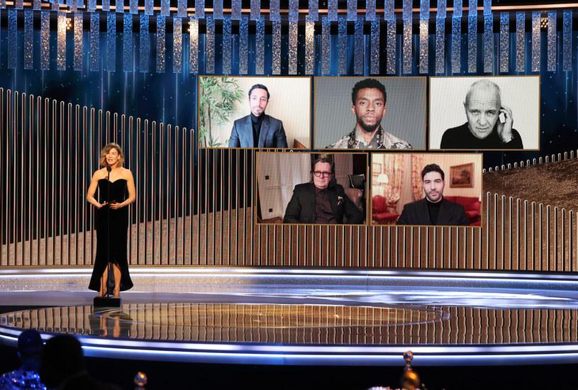 Tegoroczna ceremonia rozdania Oscarów zakończyła się w niespodziewany sposób. Zamiast - jak zawsze - na finał nagrodzić najlepszy film roku, tym razem na końcu wręczono statuetkę dla najlepszego aktora pierwszoplanowego. Otrzymał ją Anthony Hopkins, który nie podziękował za ten zaszczyt, a w sieci zaczęły się spekulacje odnośnie tego, dlaczego na finał Oscarów zaserwowano widzom taki chaos. Teraz do kontrowersji odniósł się producent ceremonii, Steven Soderbergh.