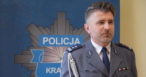 Policjant na medal! To z pewnością komendant policji w Krakowie Zbigniew Nowak. Mundurowy w trakcie urlopu zatrzymał pijanego kierowcę i podróżującego z nim mężczyznę, który poszukiwany był do odbycia kary więzienia.