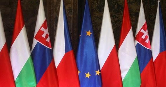 Wyrażamy pełną solidarność z Czechami w związku z działaniami Federacji Rosyjskiej; potępiamy kolejny godny ubolewania akt agresji i naruszenia prawa międzynarodowego dokonany przez Rosję na europejskiej ziemi - podkreślili premierzy Polski, Węgier i Słowacji we wspólnej deklaracji.
