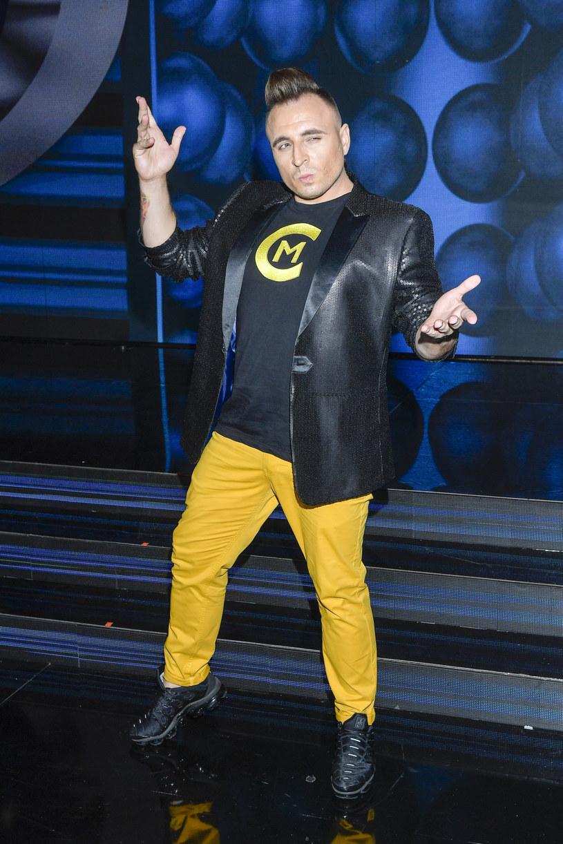 """Zwycięzca show """"Twoja twarz brzmi znajomo"""" Czadoman prezentuje trzecią odsłonę przygód superbohatera polskiej sceny disco / dance."""