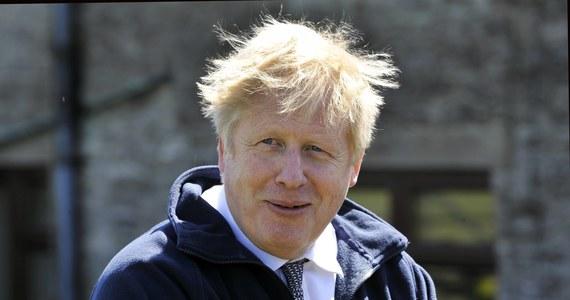 Brytyjski premier Boris Johnson zaprzeczył prasowym doniesieniom, jakoby kilka miesięcy temu miał powiedzieć, że woli tysiące ciał zmarłych niż wprowadzenie w kraju trzeciego lockdownu.