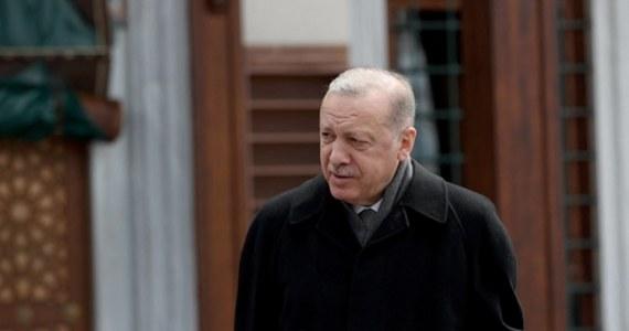 Prezydent Turcji Recep Tayyip Erdogan wezwał prezydenta USA Joe Bidena do natychmiastowego wycofania jego deklaracji, iż masakra Ormian w 1915 r. w czasie Imperium Osmańskiego była ludobójstwem. Zdaniem Erdogana słowa Bidena zachwiały dwustronnymi relacjami.