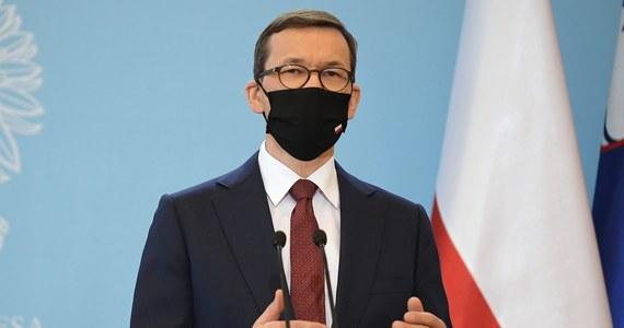 Dziewiętnaście krajów UE już ratyfikowało decyzję o zwiększeniu zasobów własnych UE - ustaliła nasza dziennikarka Katarzyna Szymanska-Borginon. Polska jest natomiast wśród ośmiu państw, które tego jeszcze nie zrobiły. Czas na ratyfikację jest do czerwca. Przypomnijmy, że akceptacja tej decyzji przez każdy kraj jest konieczna do uruchomienia wartego 750 mld euro Funduszu Odbudowy po pandemii, z którego Polsce należy się 23 mld euro w dotacjach oraz 34 mld euro pożyczek. Dzisiaj rząd zajmie się projektem ustawy w sprawie ratyfikacji tej decyzji.