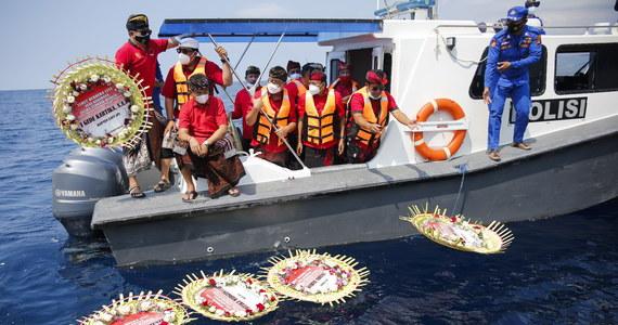 Indonezyjska Marynarka Wojenne opublikowała nagranie, na którym załoga okrętu podwodnego KRI Nanggala śpiewa piosenkę o pożegnaniu. Kilka tygodni później okręt wraz z 53-osobową załogą poszedł na dno.
